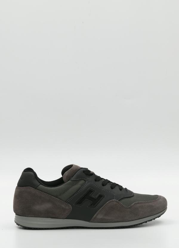 Calzado sport color gris.Combinación de piel , ante y tejido técnico