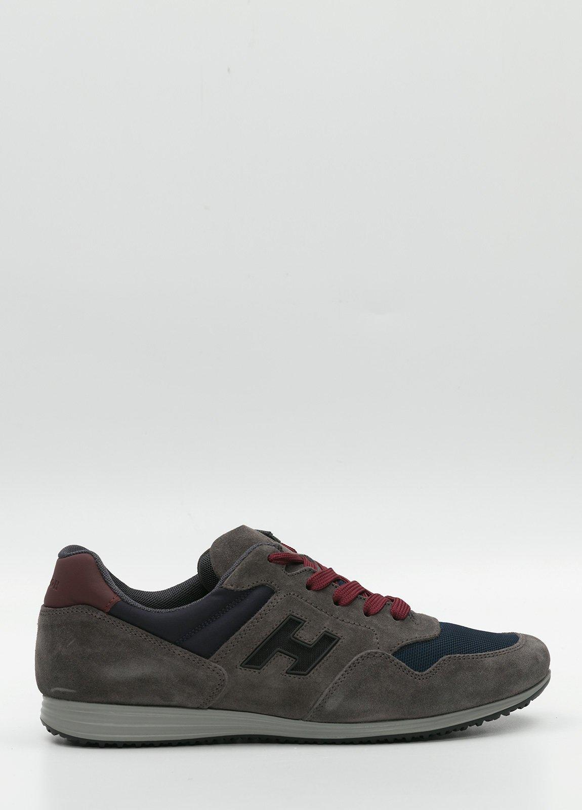 Calzado sport color gris y azul. Combinación de piel, ante y tejido técnico