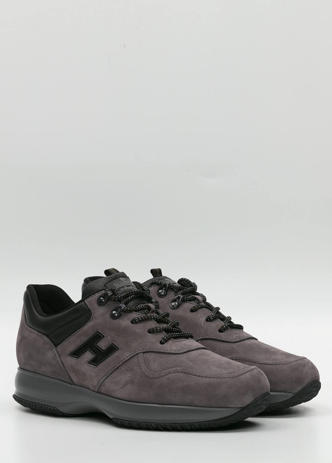 Calzado sport color gris. Combinación de piel y ante. - Ítem2