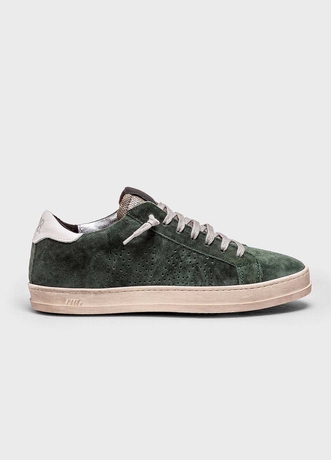 Calzado sport modelo JOHN color verde gastado. Serraje.