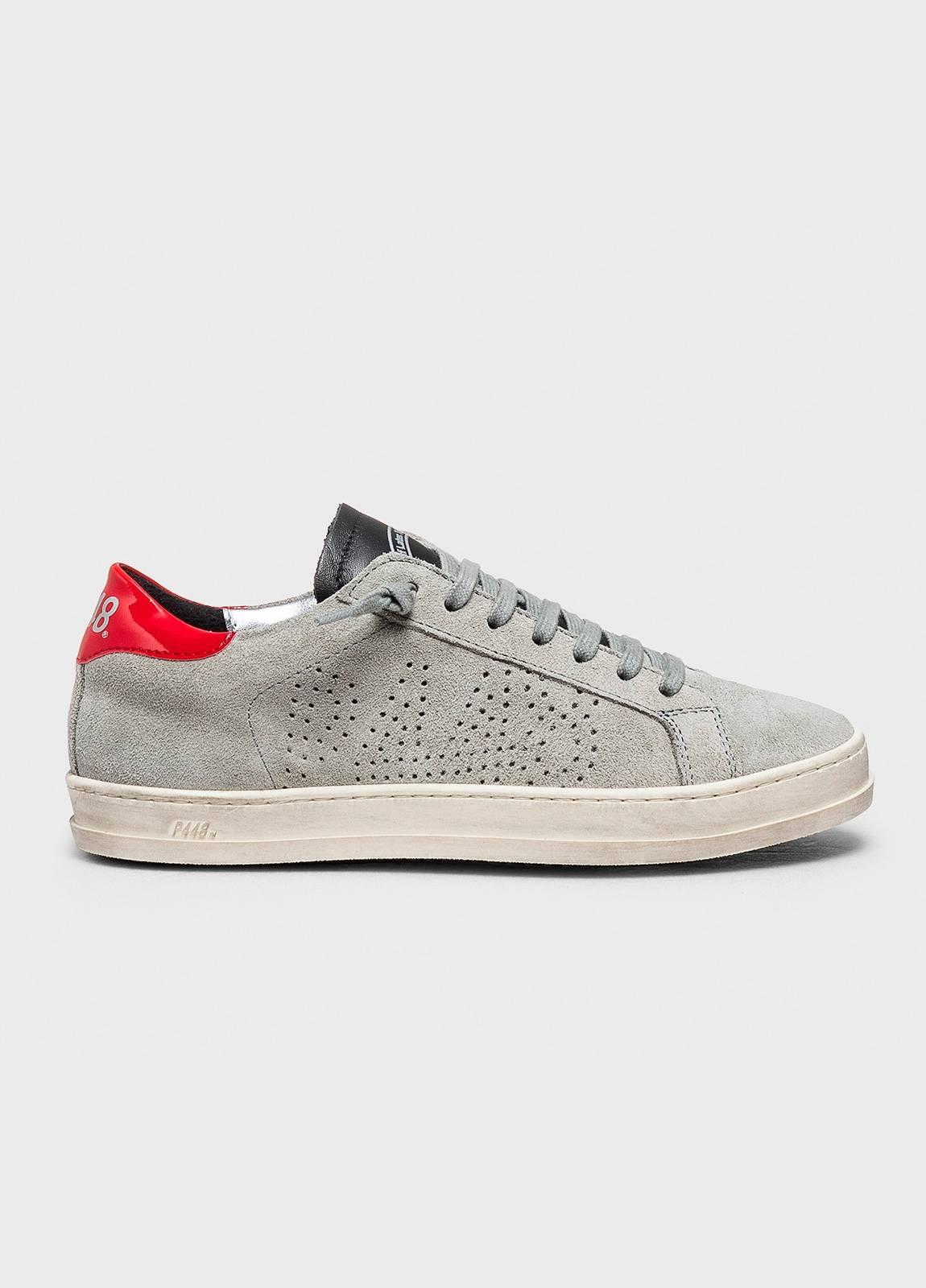 Calzado sport modelo JOHN color gris. Serraje.