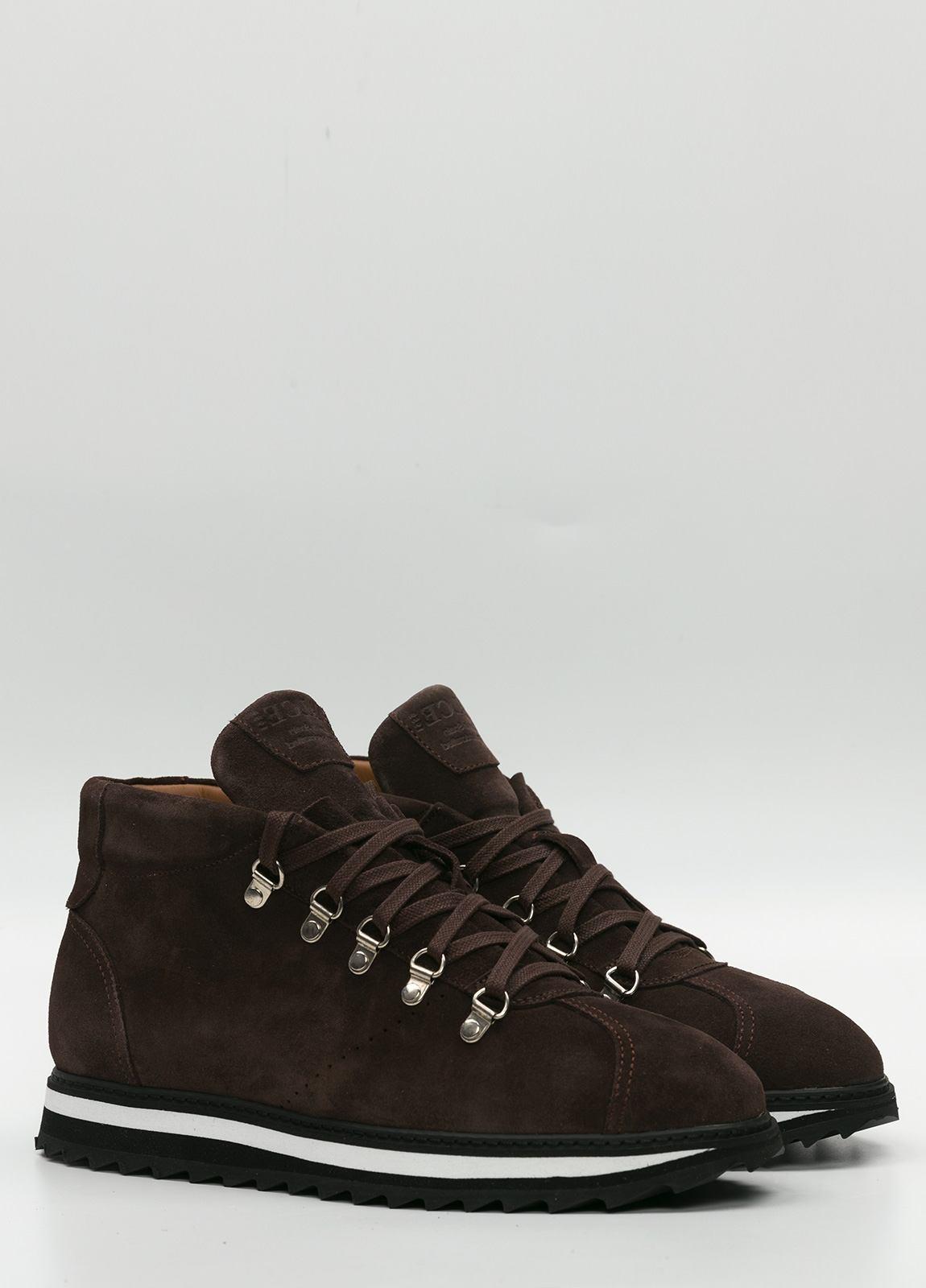 Bota sport de cordones, color marrón oscuro. 100% Piel Ante. - Ítem2