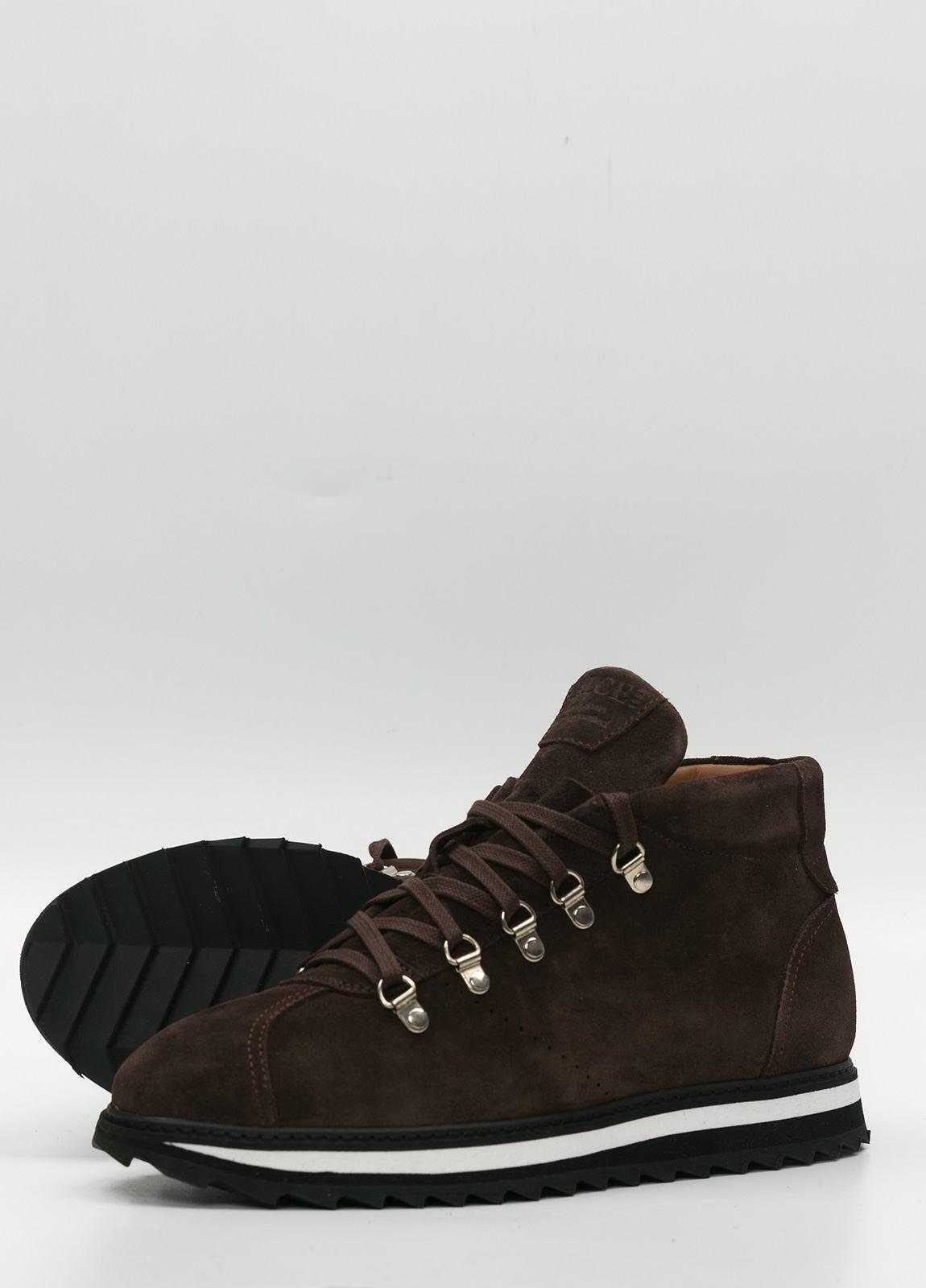 Bota sport de cordones, color marrón oscuro. 100% Piel Ante. - Ítem1