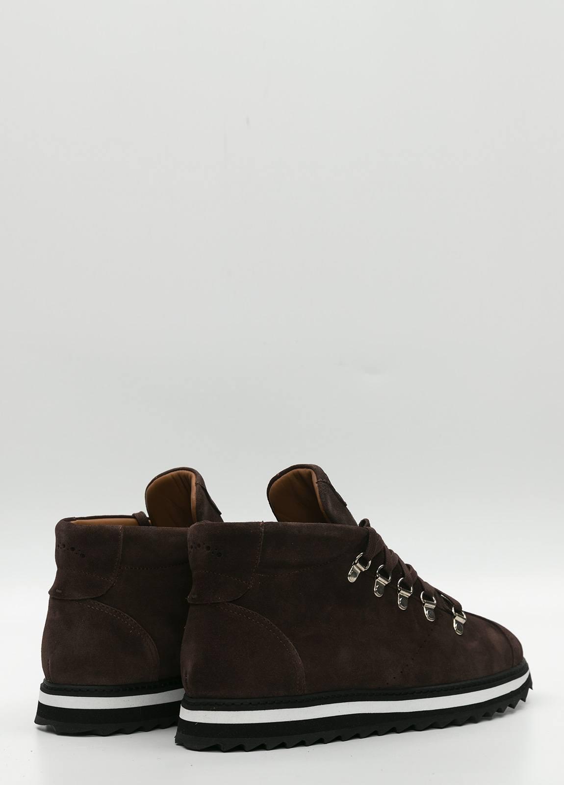 Bota sport de cordones, color marrón oscuro. 100% Piel Ante. - Ítem3