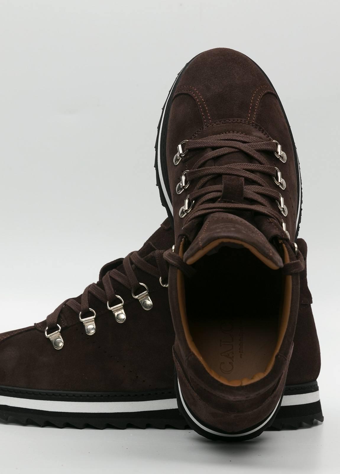 Bota sport de cordones, color marrón oscuro. 100% Piel Ante. - Ítem4