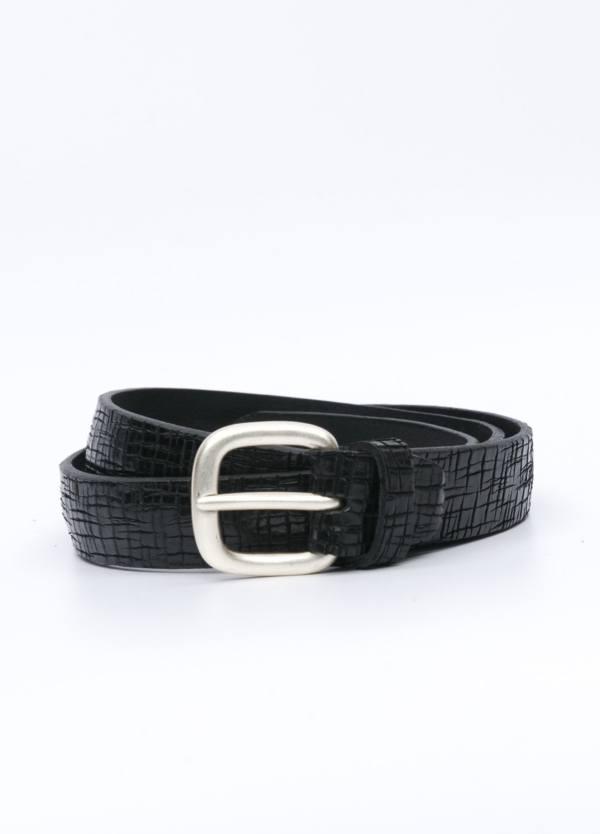 Cinturón sport piel grabada color negro. 100% Piel.