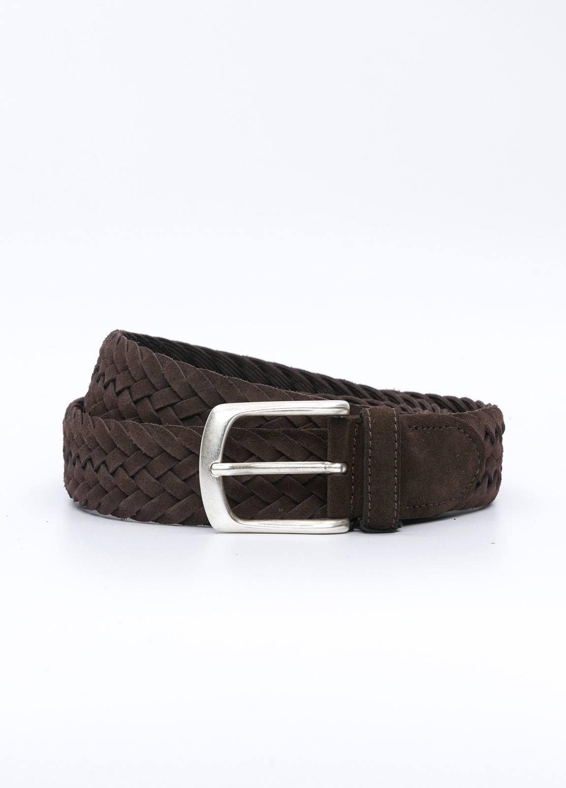 Cinturón sport piel trenzada color marrón. 100% Piel serraje.
