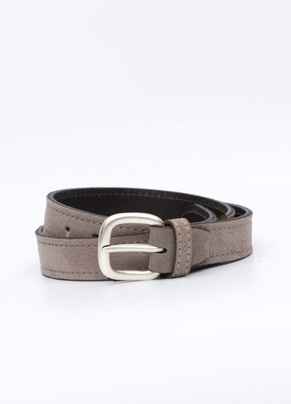 Cinturón sport piel liso color piedra. 100% Piel serraje.