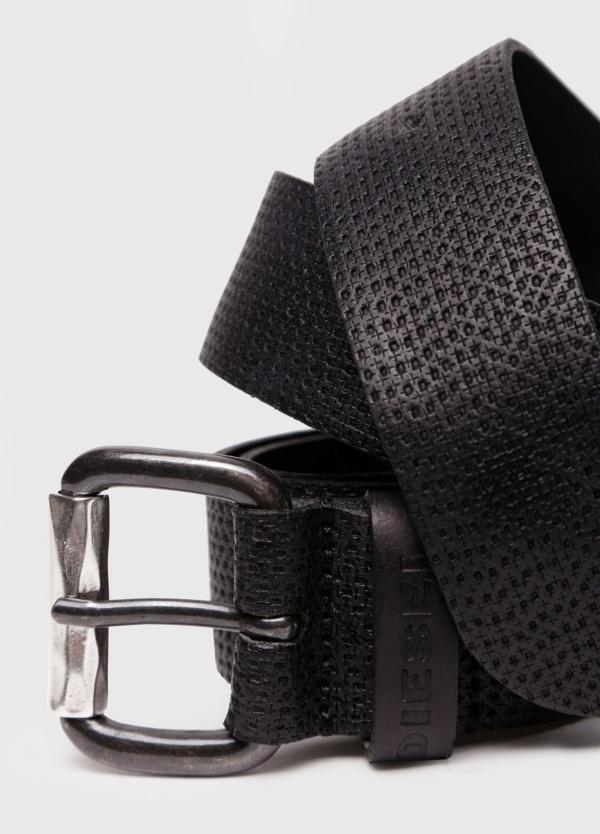 Cinturón Sport piel grabada. Color negro, 100% Cuero bovino.