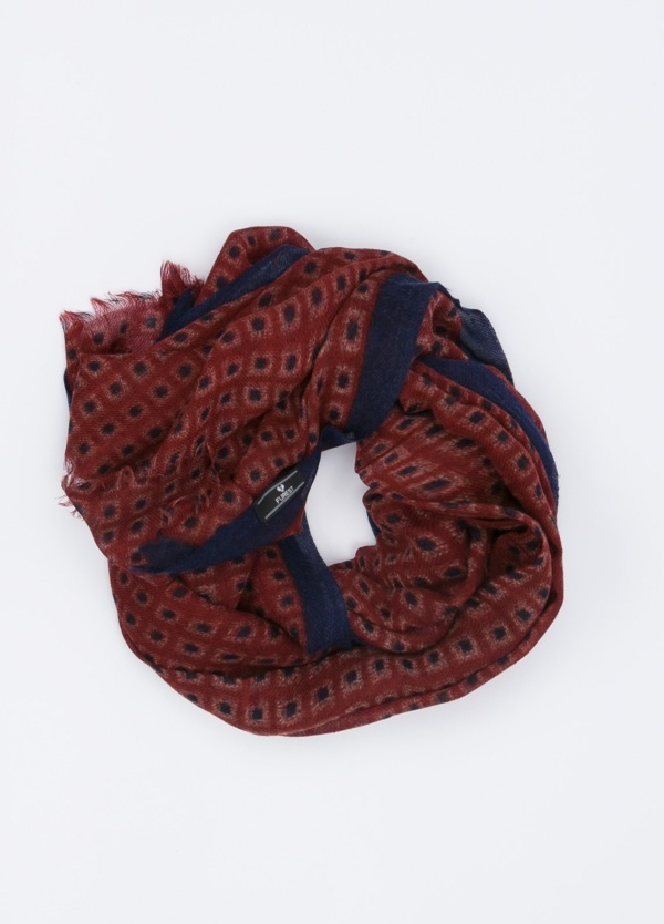 Foulard estampado color granate.