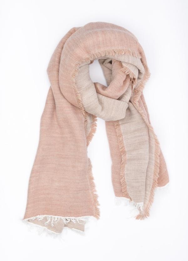 Foulard doble faz liso, color tonos rosa, 60 X 180 cm. 50% Acrílico 38% Modal 8% Lana 4% Alpaca.