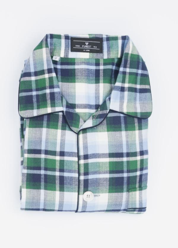 Pijama LARGO dos piezas, pantalón largo con cinta no elástica y funda incluida color verde con estampado cuadros. 100% Algodón viella.