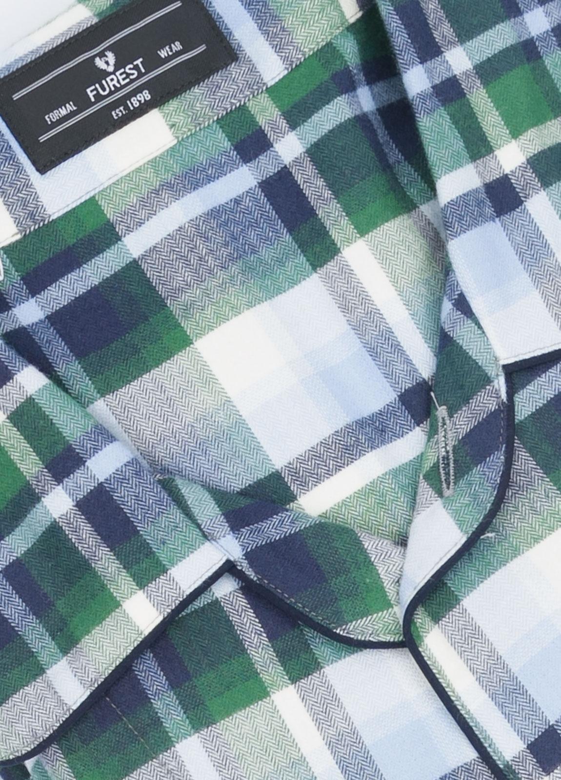 Pijama LARGO dos piezas, pantalón largo con cinta no elástica y funda incluida color verde con estampado cuadros. 100% Algodón viella. - Ítem1