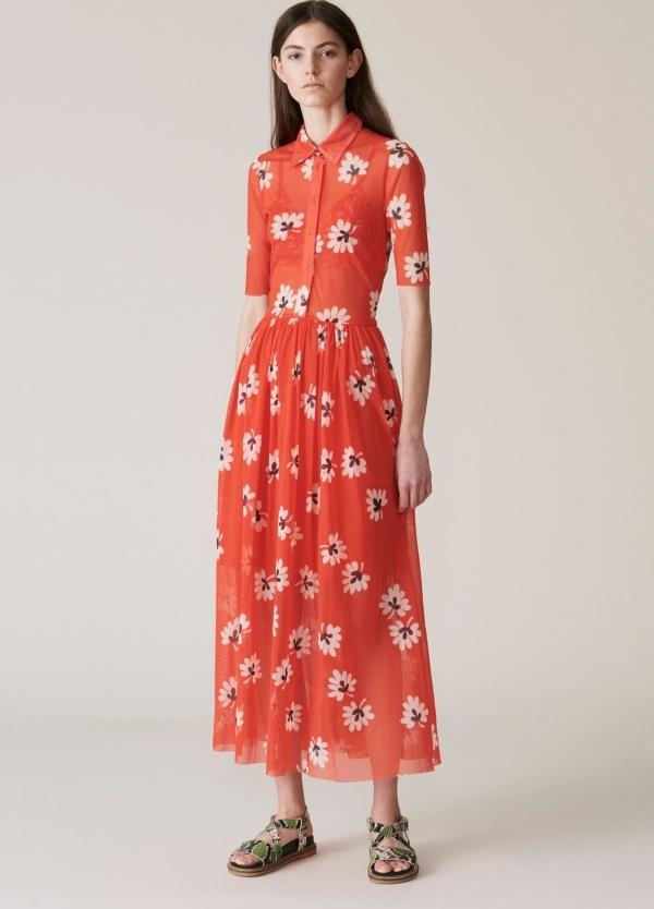 Vestido camisero con botones y manga tres cuartos, estampado flores color rojo. 100% Poliamida.