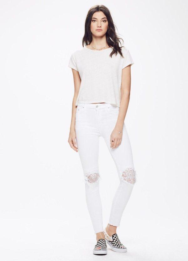 Tejano Woman Skinny, Rodillas deshilachadas cubiertas con encaje, color blanco. 87% Algodón, 9% pol, 4% Ea.