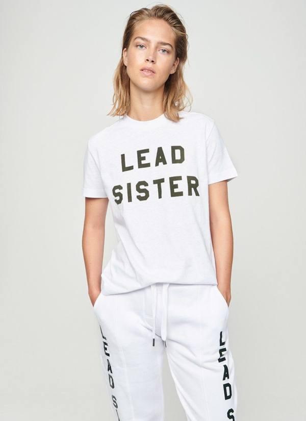 Camiseta woman regular fit, manga corta color blanco con estampado gráfico. 100% Algodón.