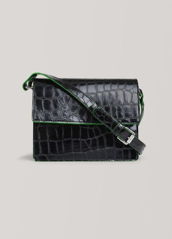 Bolso con solapa delantera y correa ajustable. Color negro, vivo verde. 100% Piel de becerro texturizada.