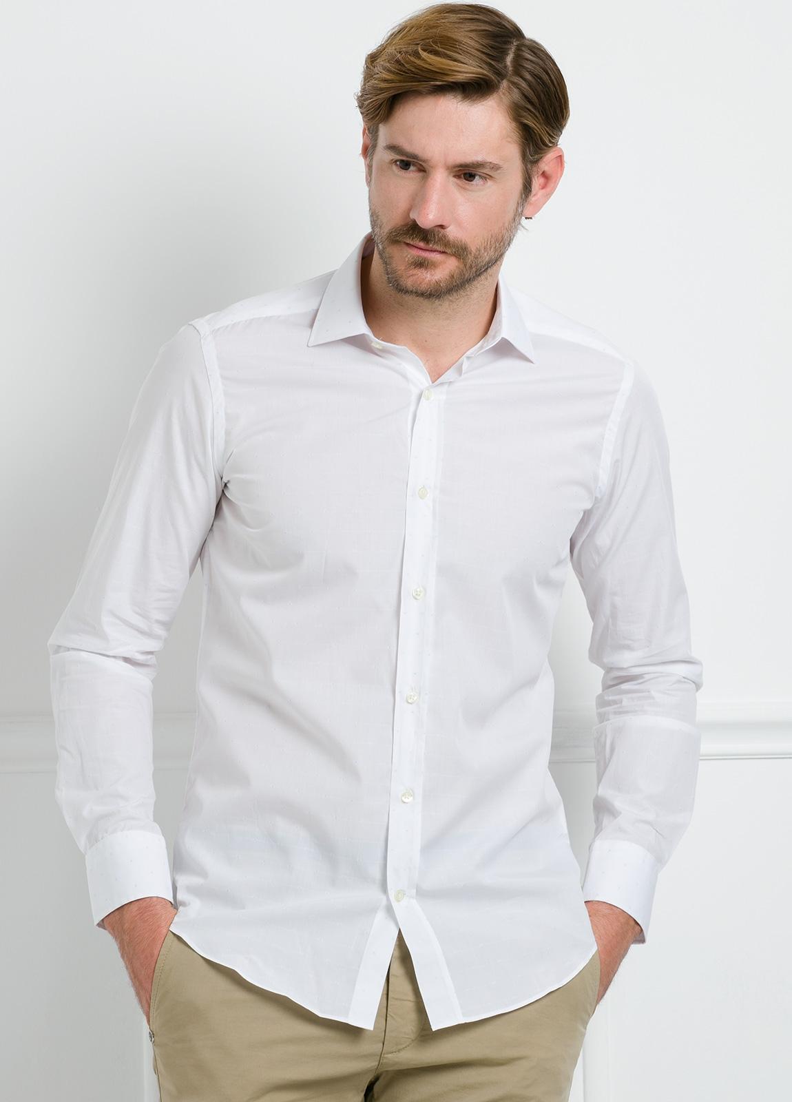 Camisa Formal Wear SLIM FIT cuello italiano modelo ROMA color blanco con micro dibujo color celeste. 100% Algodón. - Ítem4