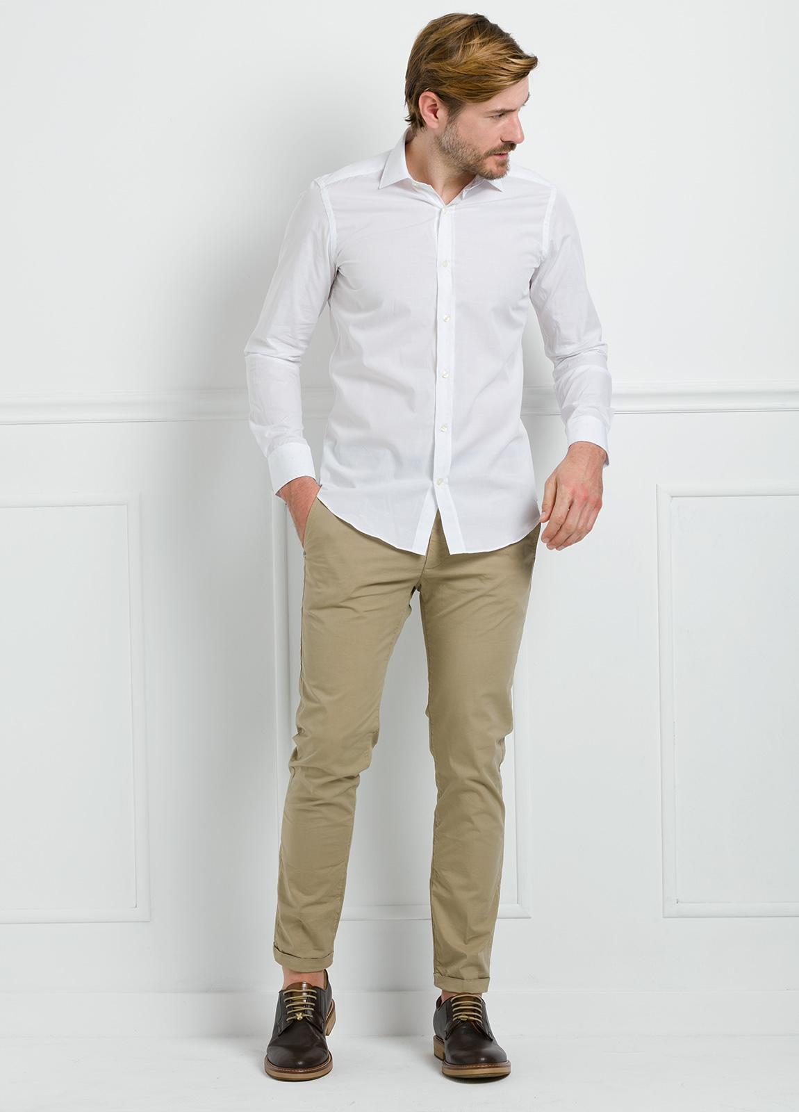 Camisa Formal Wear SLIM FIT cuello italiano modelo ROMA color blanco con micro dibujo color celeste. 100% Algodón. - Ítem3
