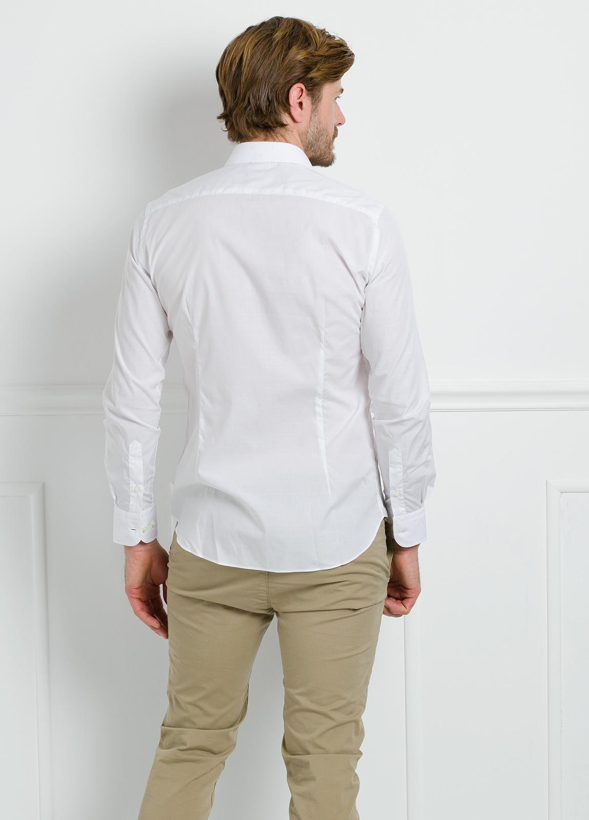 Camisa Formal Wear SLIM FIT cuello italiano modelo ROMA color blanco con micro dibujo color celeste. 100% Algodón. - Ítem2