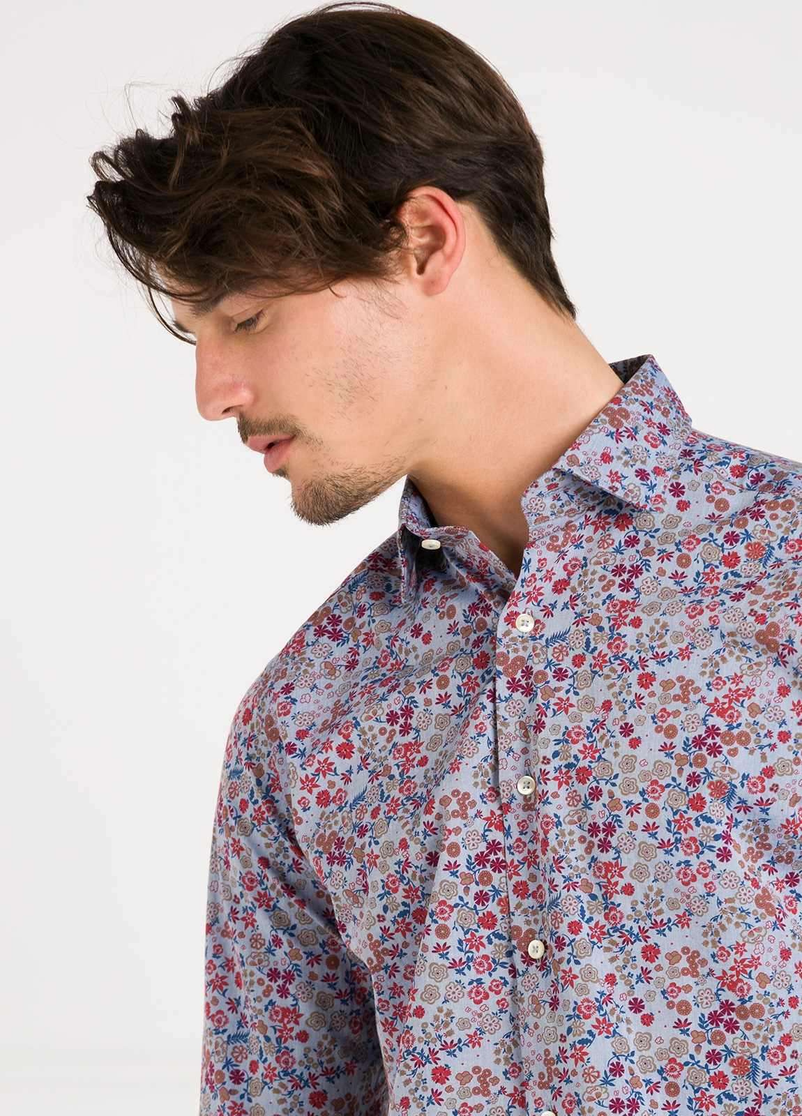 Camisa Leisure Wear SLIM FIT modelo PORTO dibujo floral fondo blanco. 100% Algodón. - Ítem1