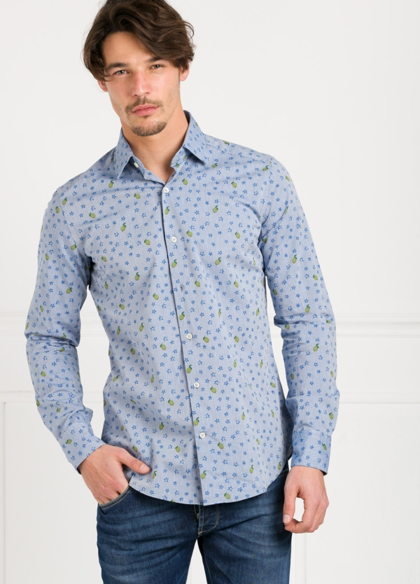 Camisa Leisure Wear SLIM FIT modelo PORTO color celeste estampado fantasia. 100% Algodón.