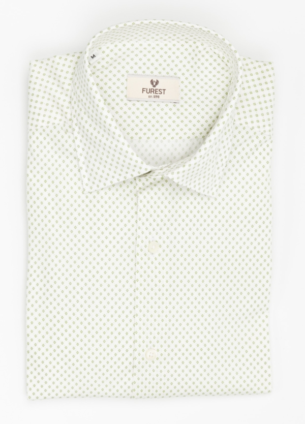 Camisa Leisure Wear SLIM FIT modelo PORTO dibujo fantasia color verde, fondo blanco. 100% Algodón.