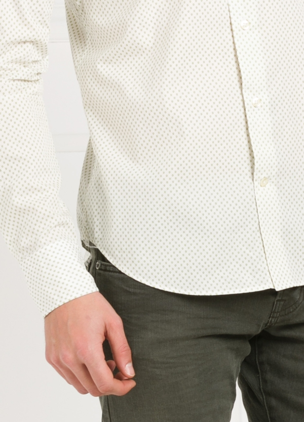 Camisa Leisure Wear SLIM FIT modelo PORTO dibujo fantasia color verde, fondo blanco. 100% Algodón. - Ítem1