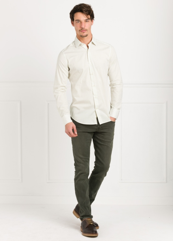 Camisa Leisure Wear SLIM FIT modelo PORTO dibujo fantasia color verde, fondo blanco. 100% Algodón. - Ítem4