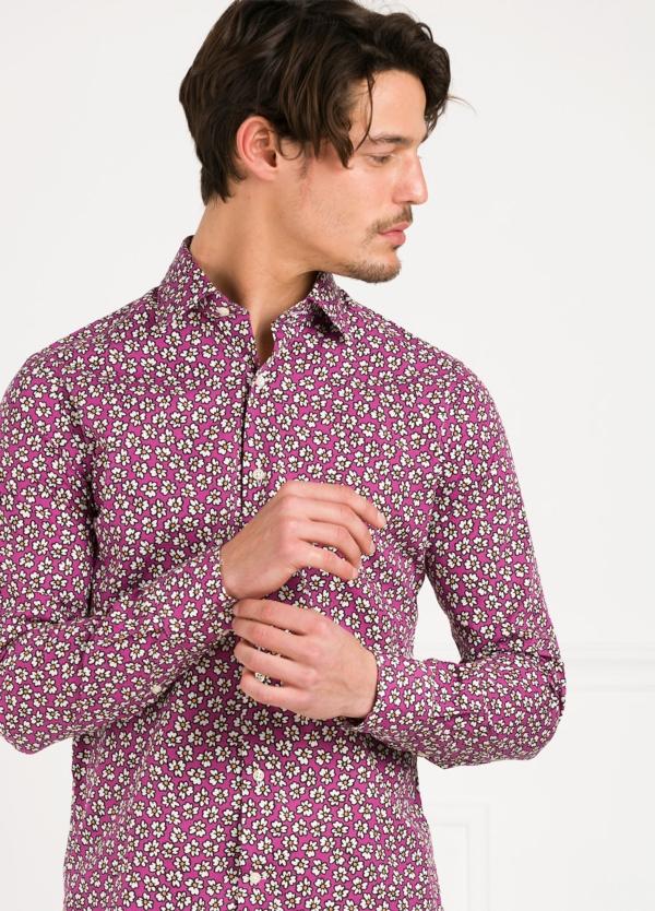 Camisa Leisure Wear SLIM FIT modelo PORTO dibujo floral, fondo fuxia. 100% Algodón. - Ítem4