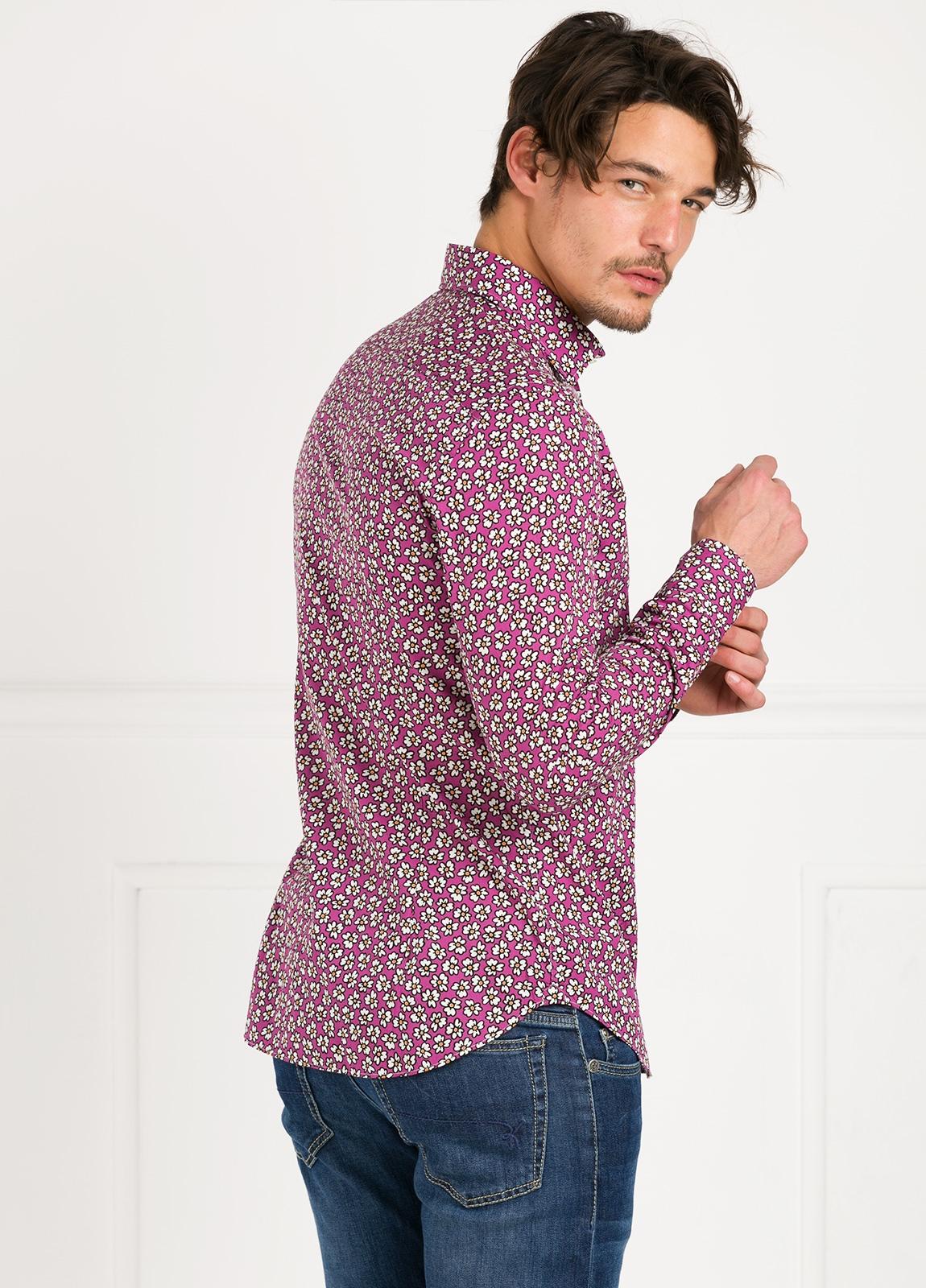 Camisa Leisure Wear SLIM FIT modelo PORTO dibujo floral, fondo fuxia. 100% Algodón. - Ítem3