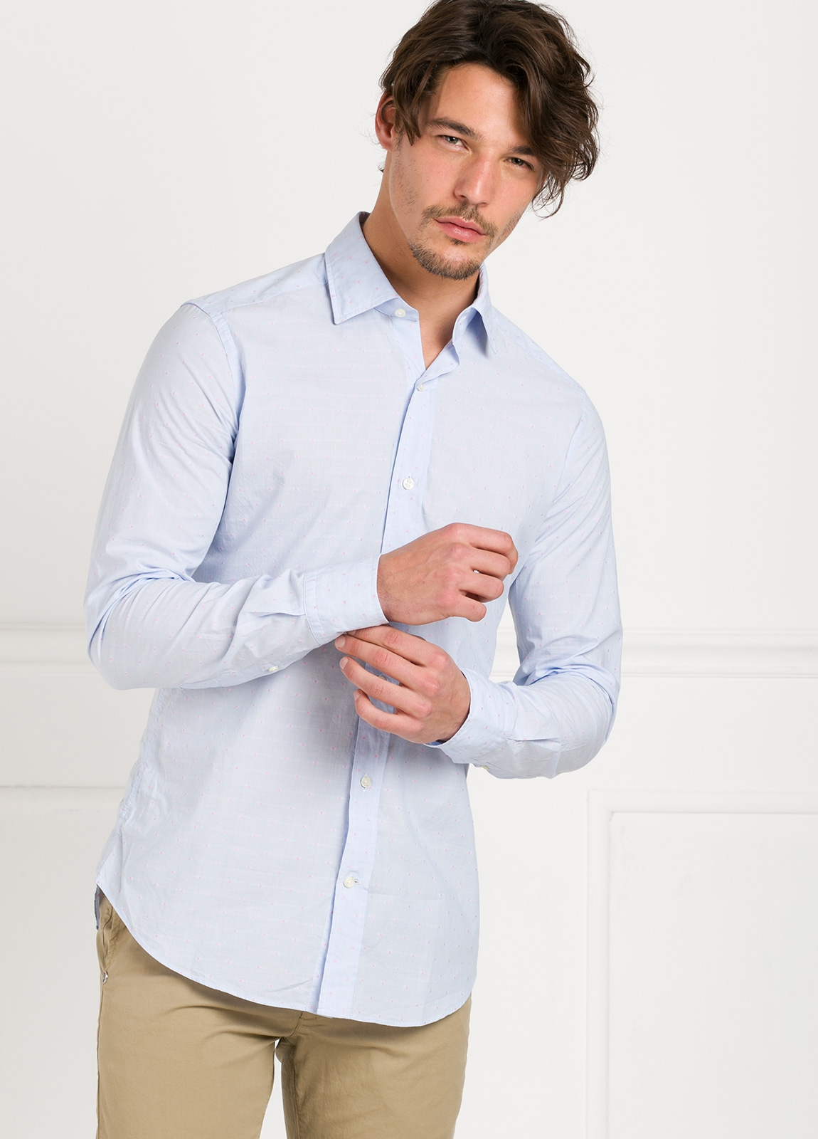 Camisa Leisure Wear SLIM FIT modelo PORTO color celeste micro dibujo fantasia. 100% Algodón.