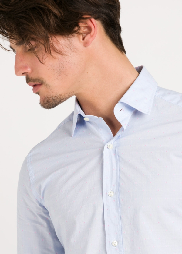 Camisa Leisure Wear SLIM FIT modelo PORTO color celeste micro dibujo fantasia. 100% Algodón. - Ítem1