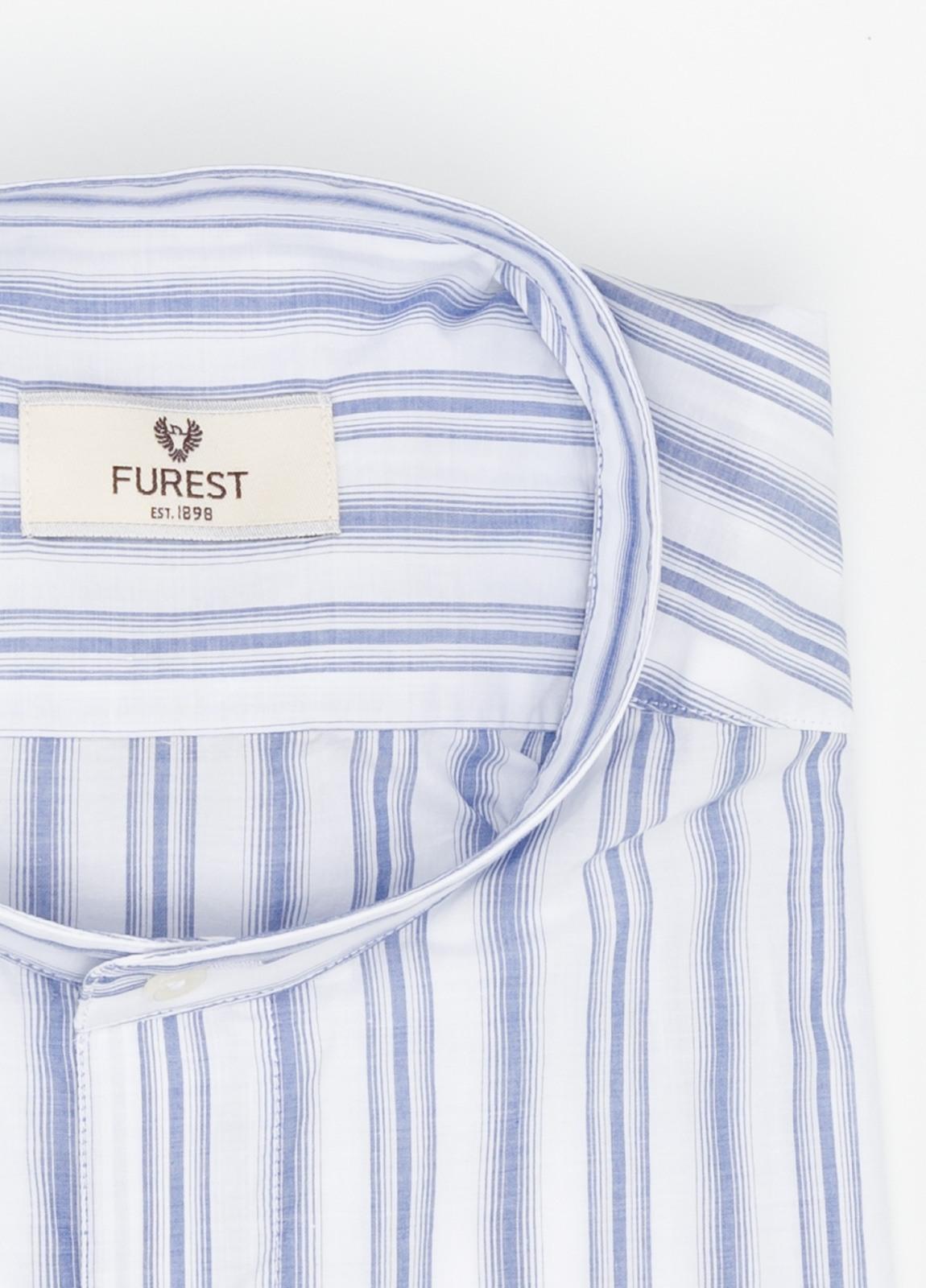 Camisa Leisure Wear SLIM FIT cuello mao. Fondo blanco rayas color azul celeste. 100% Algodón. - Ítem1