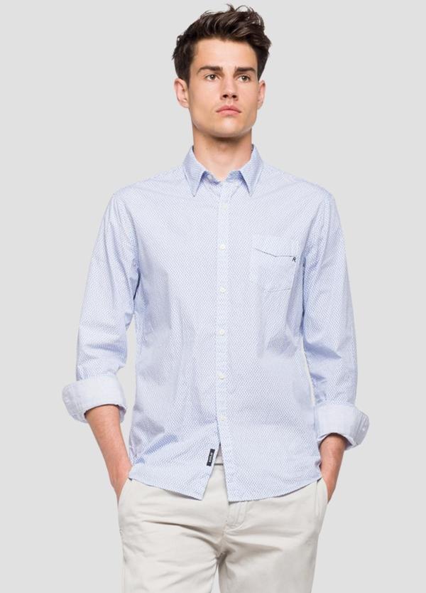 Camisa color celeste con estampado de flores. 100% Algodón.