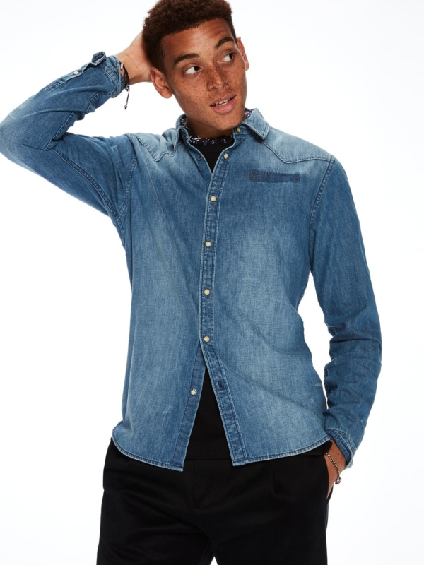 Camisa tejana, regular fit con efecto bolsillo arrancado. 100% algodón
