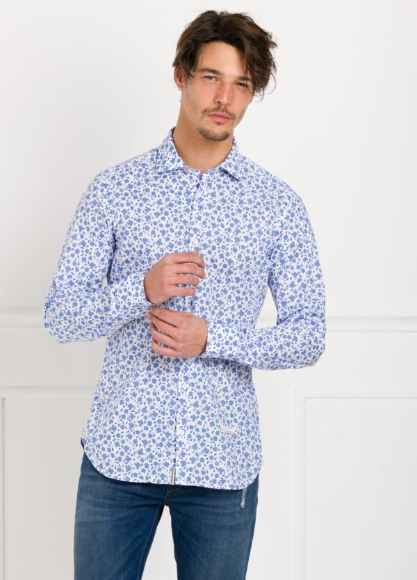 Camisa sport SLIM FIT con estampado floral color azul. 100% Algodón.