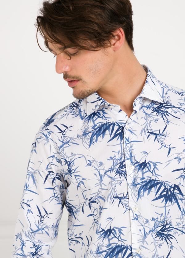 Camisa sport SLIM FIT con estampado floral color azul. 97% Algodón 3% elastano. - Ítem1
