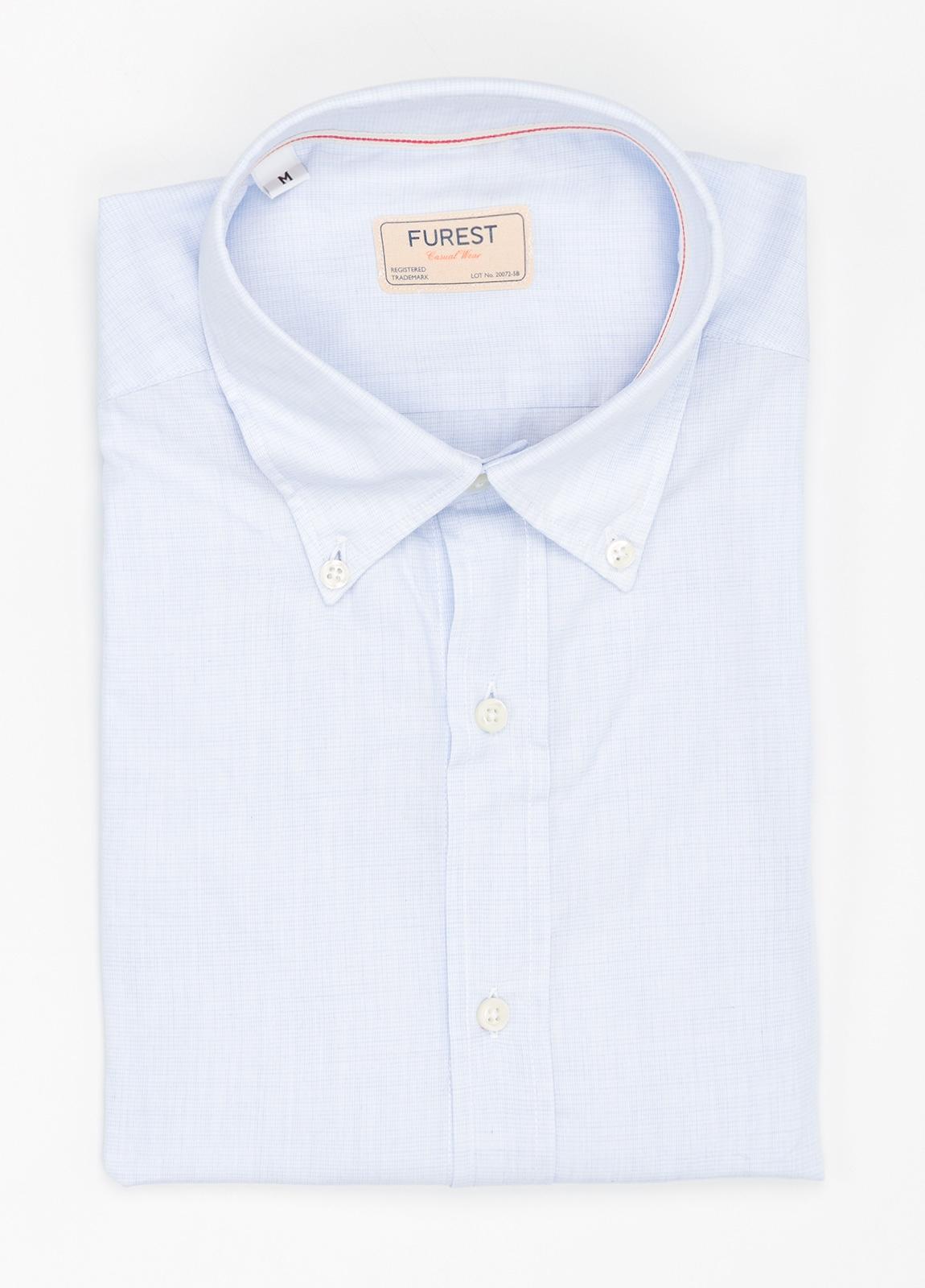 Camisa Casual Wear SLIM FIT Modelo BUTTON DOWN micro textura color celeste, 100% Algodón.