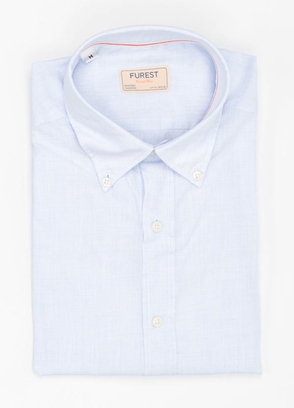 Camisa Casual Wear SLIM FIT Modelo BUTTON DOWN micro textura color celeste, 100% Algodón.