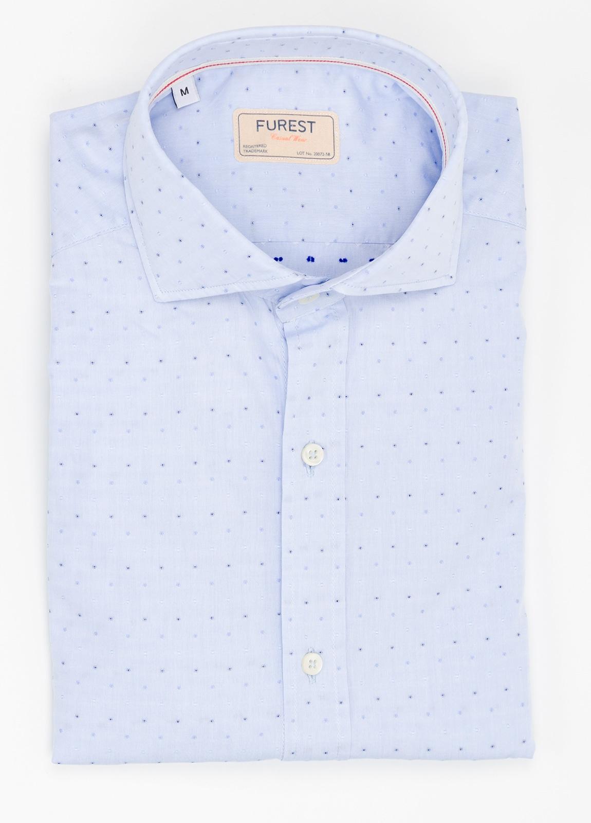 Camisa Casual Wear SLIM FIT Modelo CAPRI diseño liso micro dibujo color celeste. 100% Algodón.