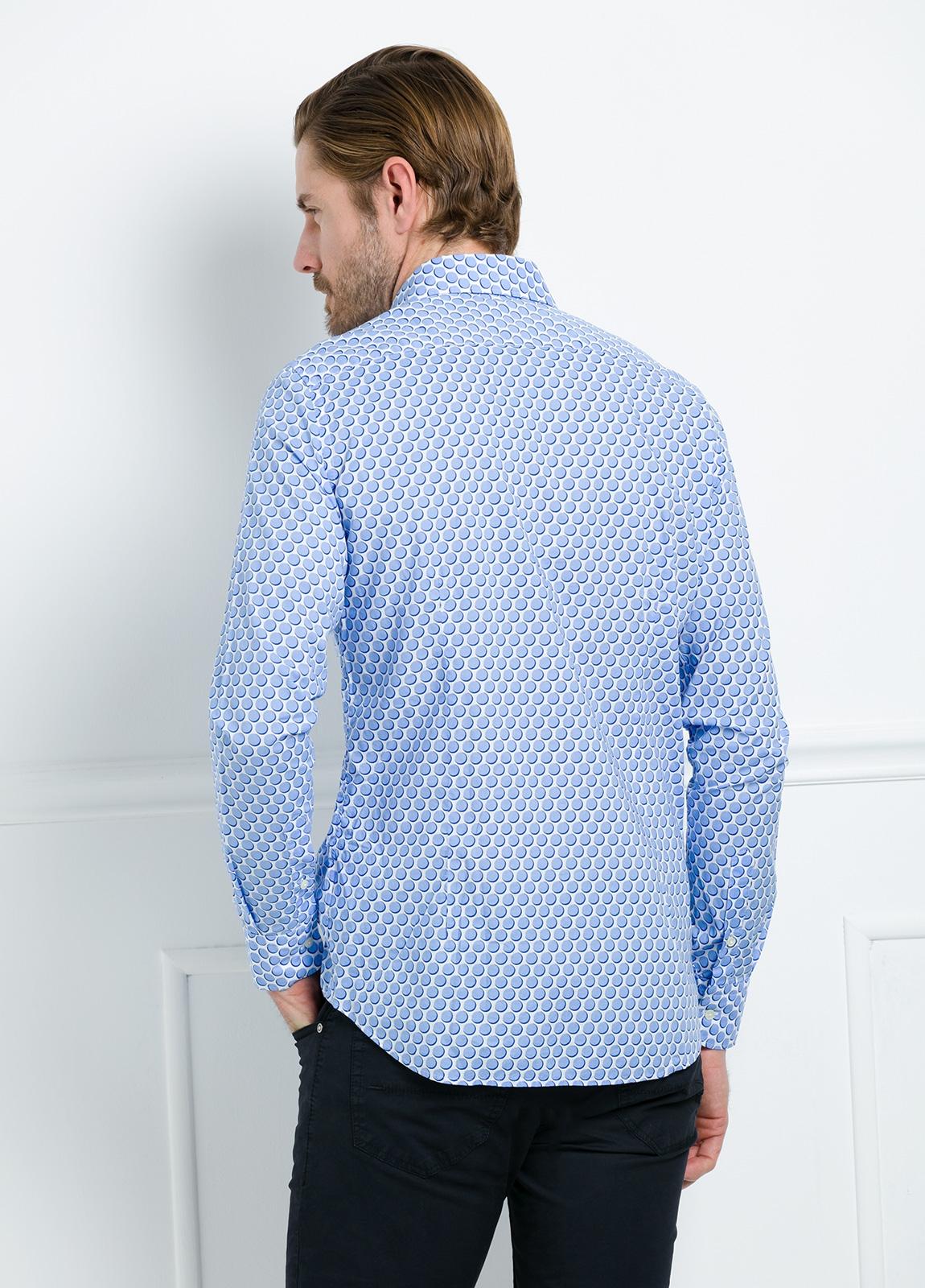 Camisa Casual Wear SLIM FIT Modelo CAPRI maxi dibujo lunar color azul. 100% Algodón. - Ítem3