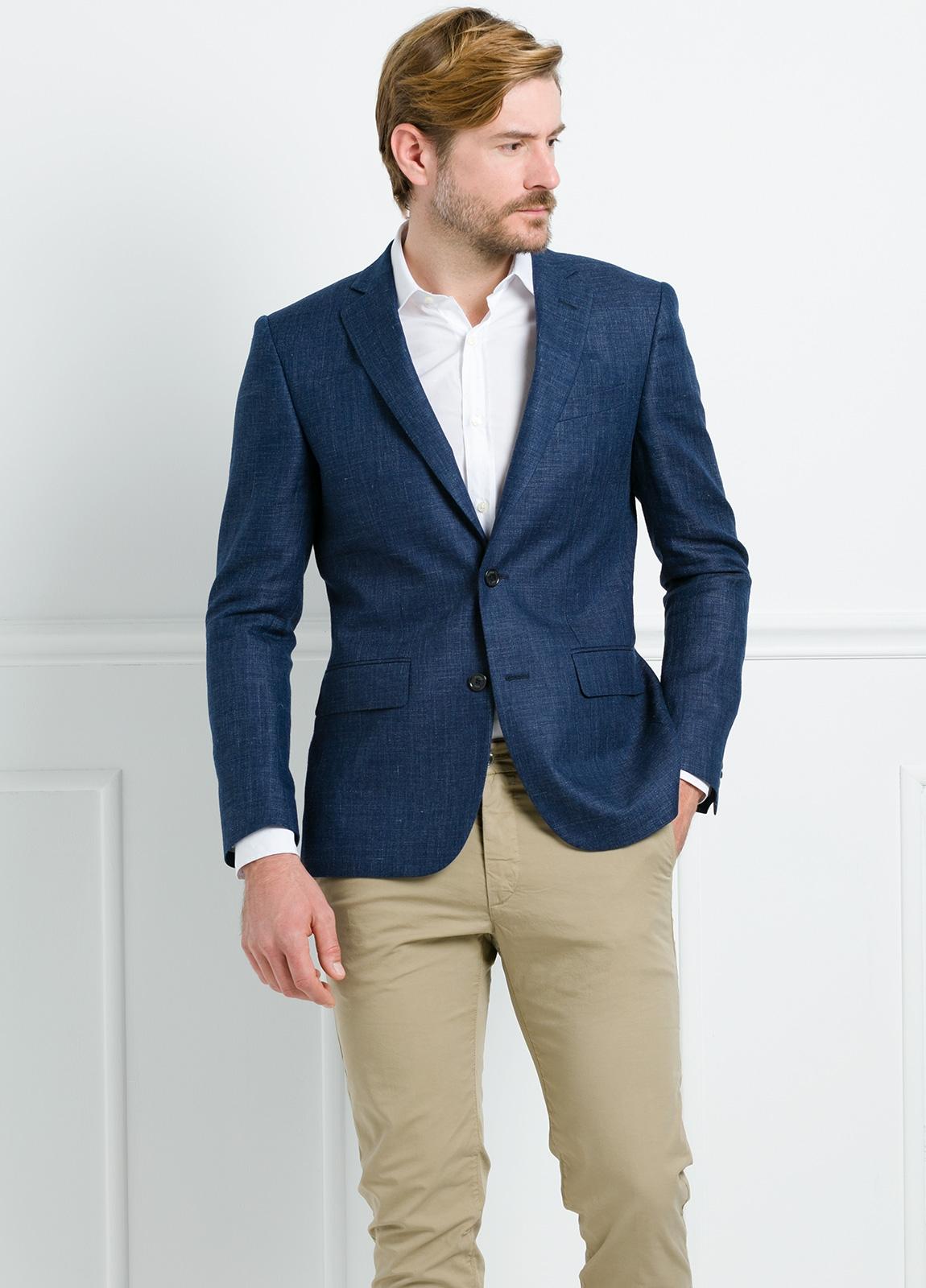Americana Slim Fit color azul marino. 55% Lino 45% Lana.
