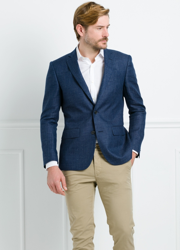 Americana Slim Fit color azul marino. 55% Lino 45% Lana.
