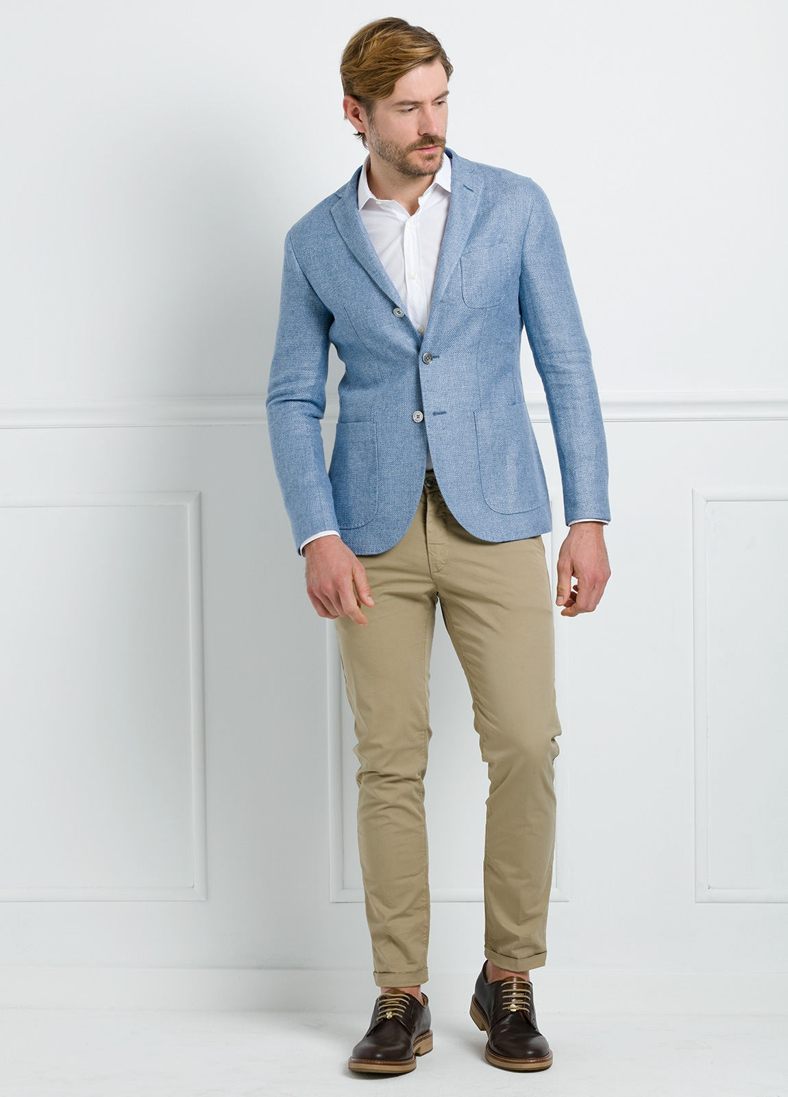 Americana SOFT JACKET Slim Fit textura color celeste. 75% Cáñamo 25% lana.