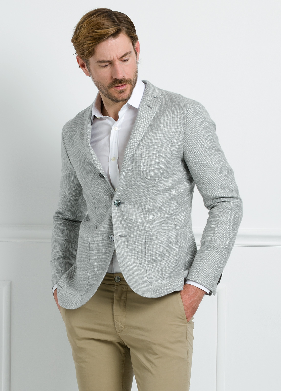 Americana SOFT JACKET Slim Fit textura color gris. 75% Cáñamo 25% lana.