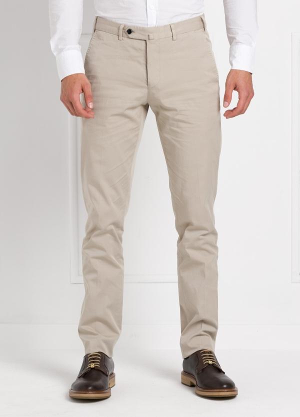 Pantalón chino modelo SANTA color beige. 97% Algodón 3% Elastán.