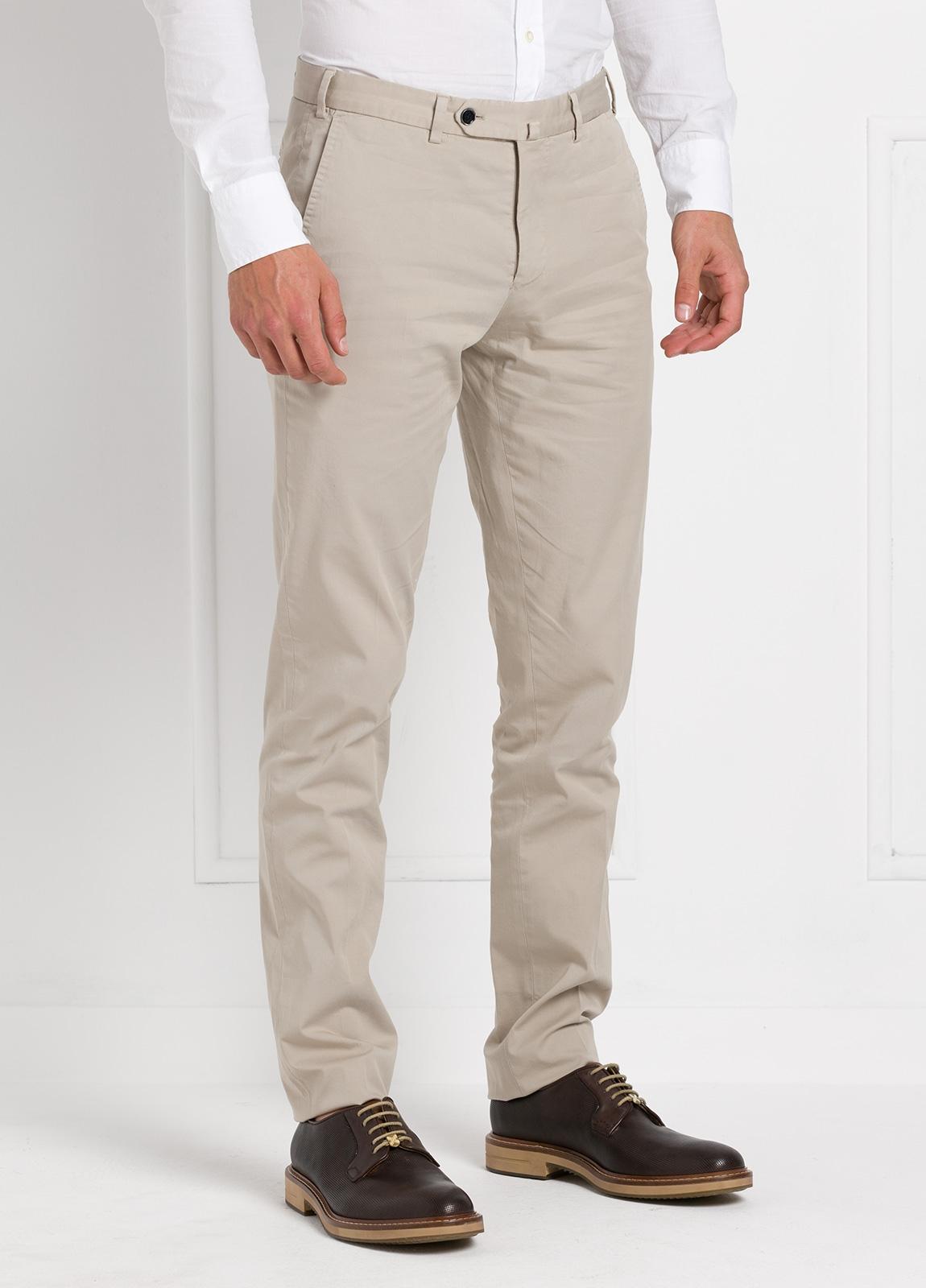 Pantalón chino modelo SANTA color beige. 97% Algodón 3% Elastán. - Ítem2