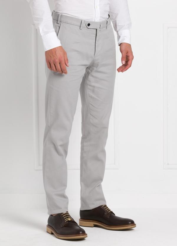 Pantalón chino modelo SANTA color gris perla. 97% Algodón 3% Elastán. - Ítem1