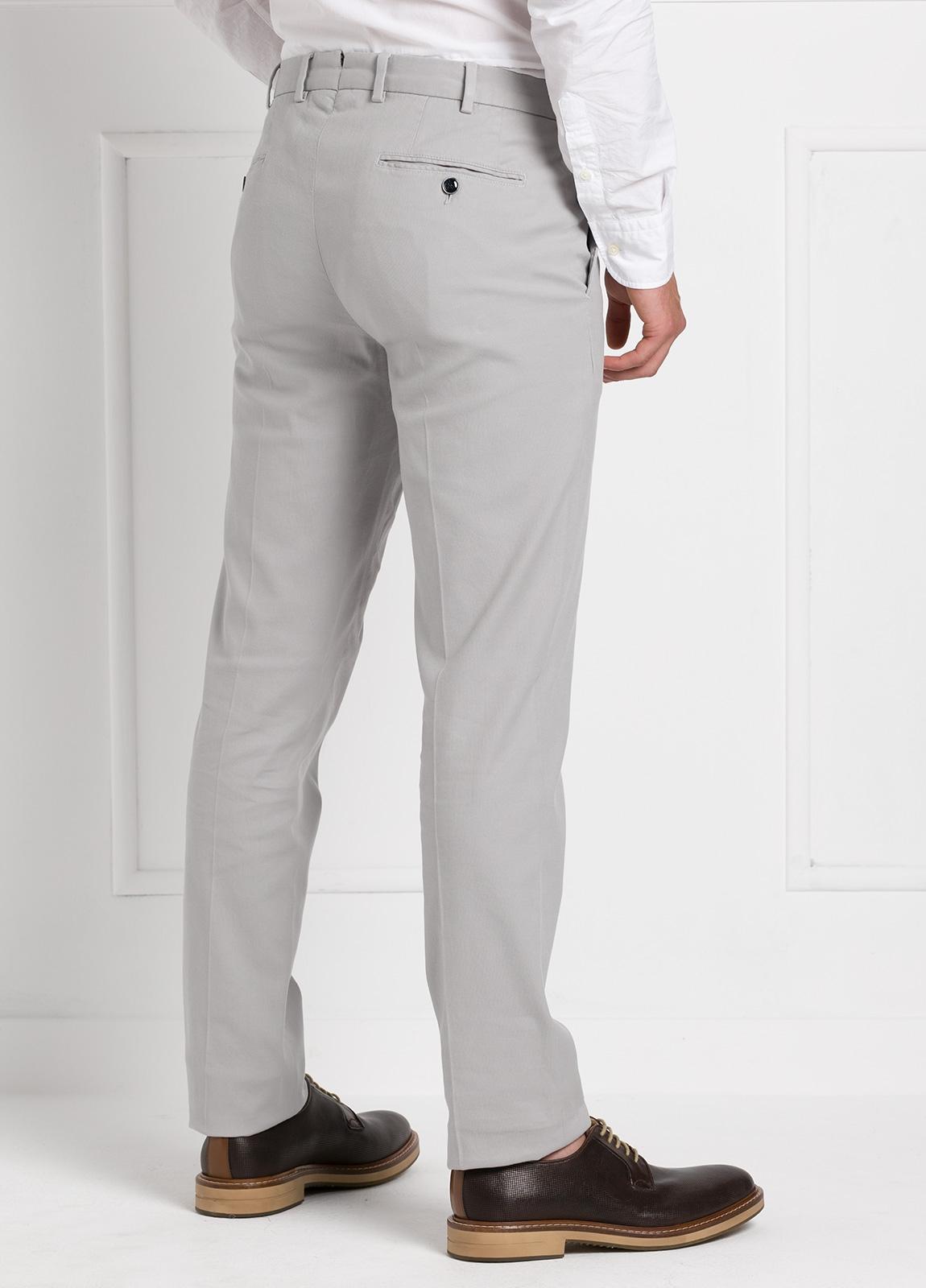 Pantalón chino modelo SANTA color gris perla. 97% Algodón 3% Elastán. - Ítem3